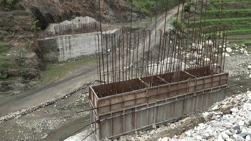 निर्माण शुरु भएको ९ वर्षसम्म पनि उठेन पुलको जग